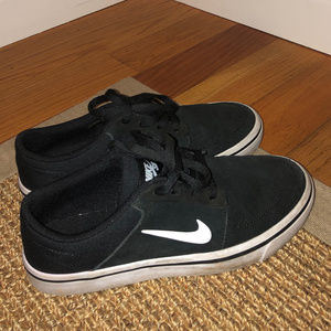 Boys 5Y Nike Shoes